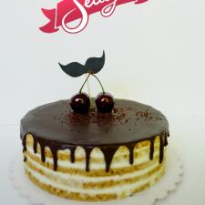 Medaus tortas su ūsais